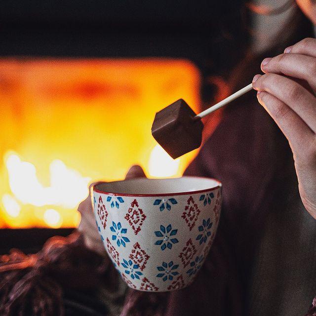 MoMe Chocolate Stick Lifestyle
